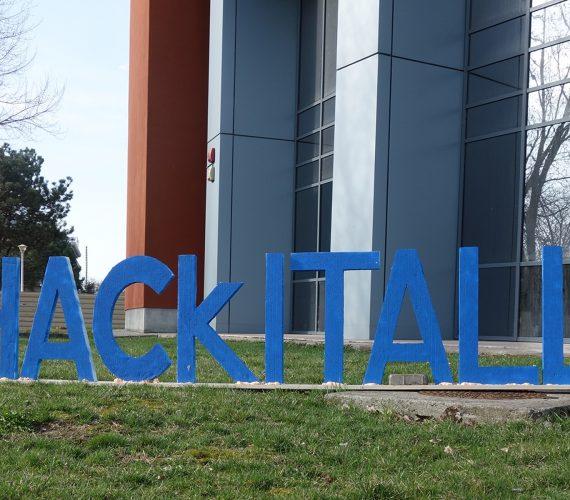 Hackathon HackITAll : 60 étudiants, 20 équipes, 3 gagnants, 1 Polly
