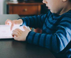 So machen Sie Android-Handys und Tablets kindersicher